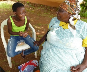 Maureen teaches granddaughter Lindiwe beading skills